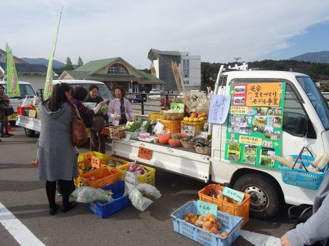 桜ヶ池軽トラック市を開催しました